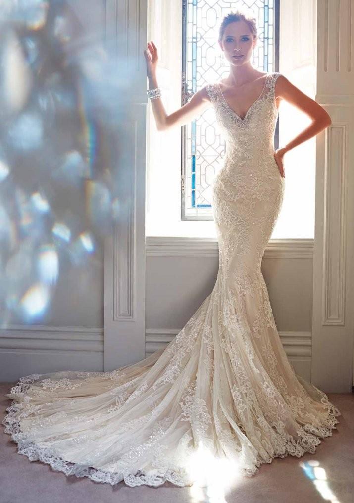 модное вечернее платье 2018 года русалка белое без рукава с вырезом года тенденции фото новинки тренды