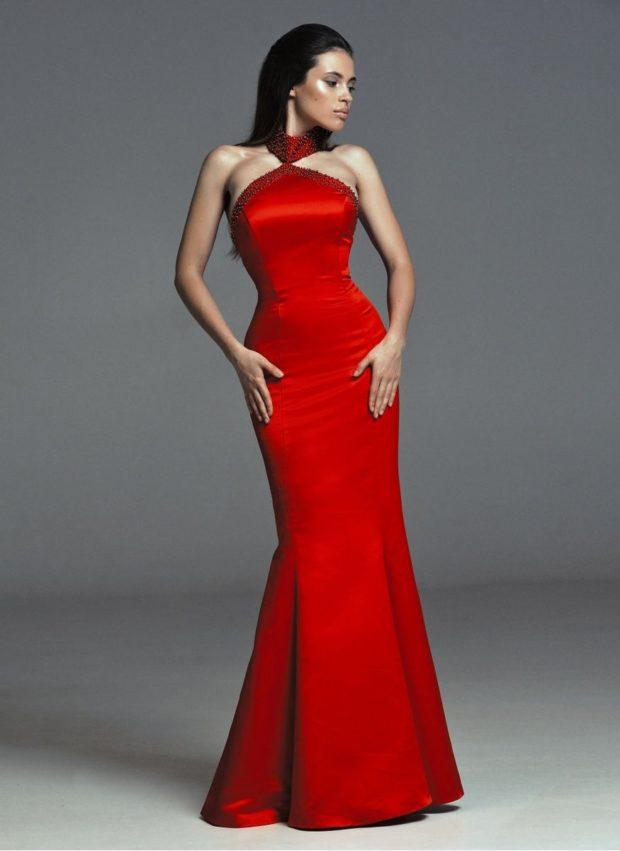 вечерние платья: красное русалка без рукава тренды