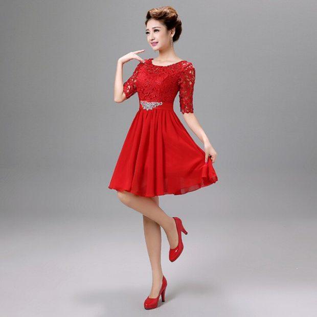 короткое вечернее платье: красное рукав 3/4 кружевной