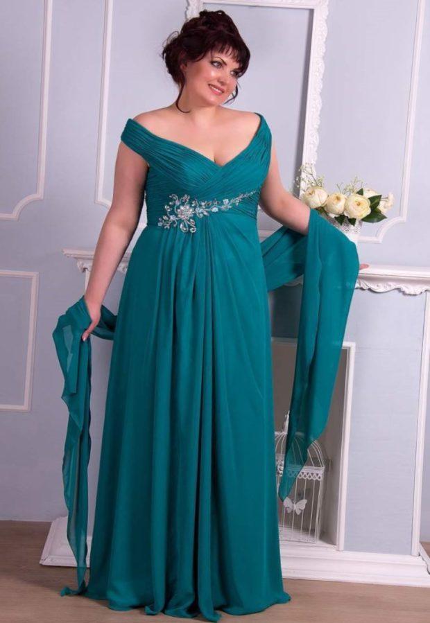 вечерние платья: зеленое открытые плечи длинное