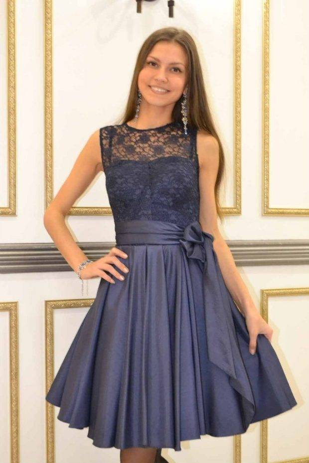 вечерние платья 2019-2020: короткое без рукава верх гипюр серо-синее мода