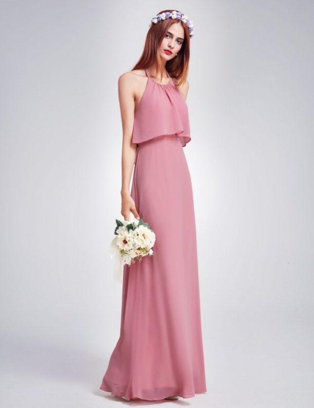 вечерние платья модные тенденции: нежно-розовое открытые плечи