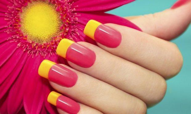 яркий маникюр розовый с желтым