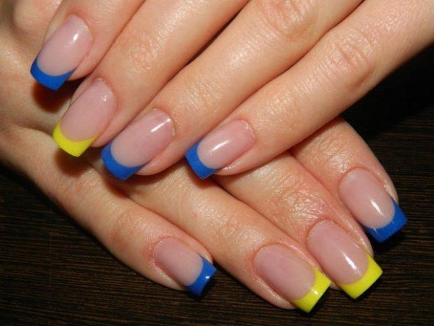 Яркий французский маникюр голубой и желтый