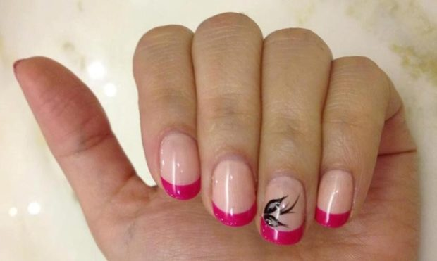 Яркий французский маникюр розовый