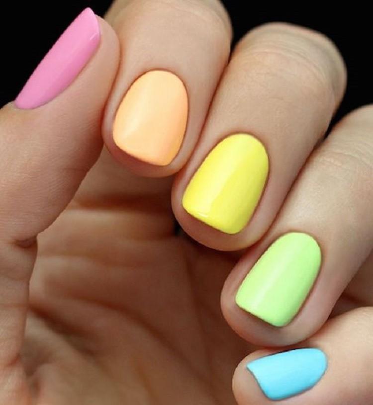 матовый маникюр разноцветный