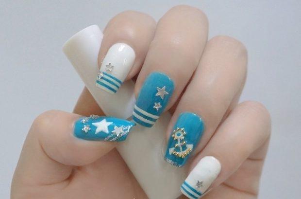морской маникюр голубой с белым с якорем и звездами