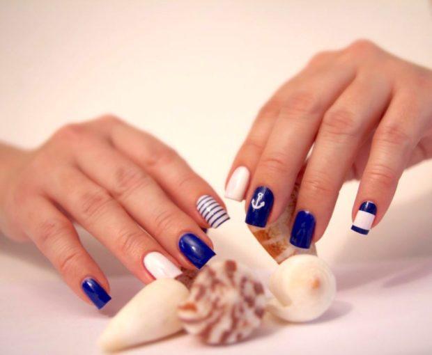 морской маникюр синий с белым