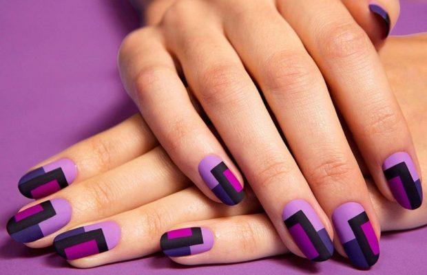 геометрический маникюр фиолетовый с черным