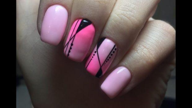 геометрический маникюр розовый с черным