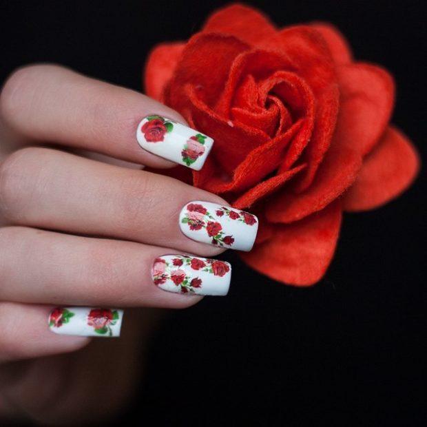 цветочный маникюр белый с розами