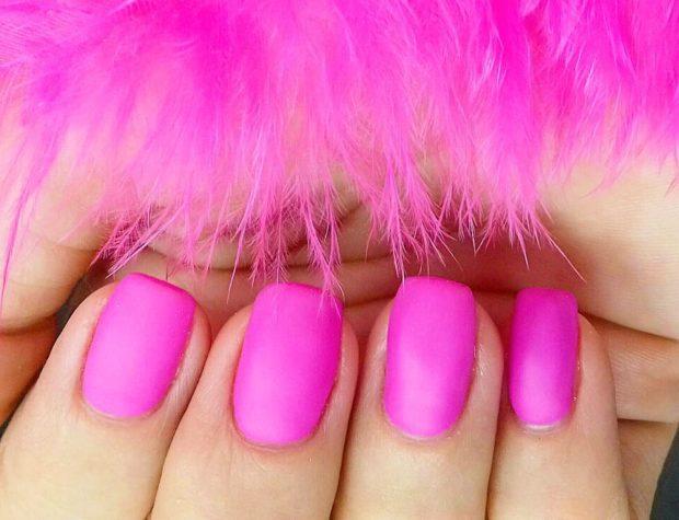ярко розовый матовый маникюр