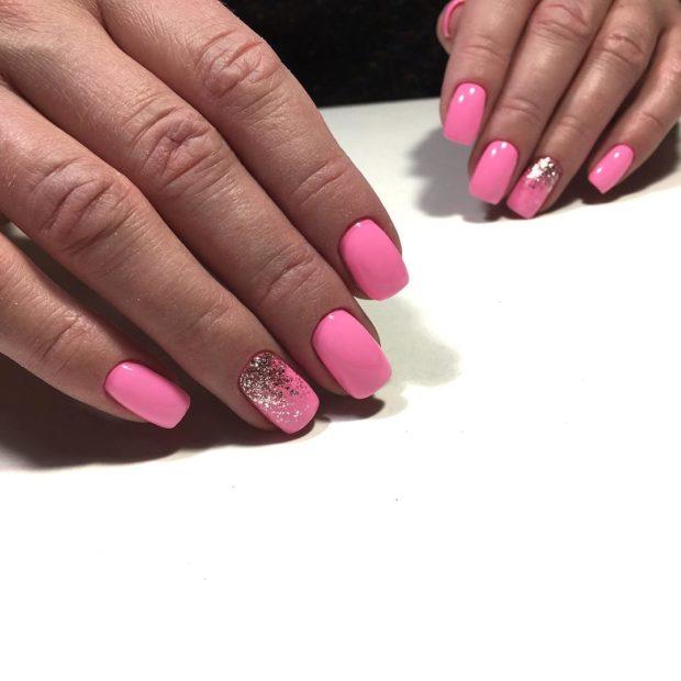 ярко розовый маникюр