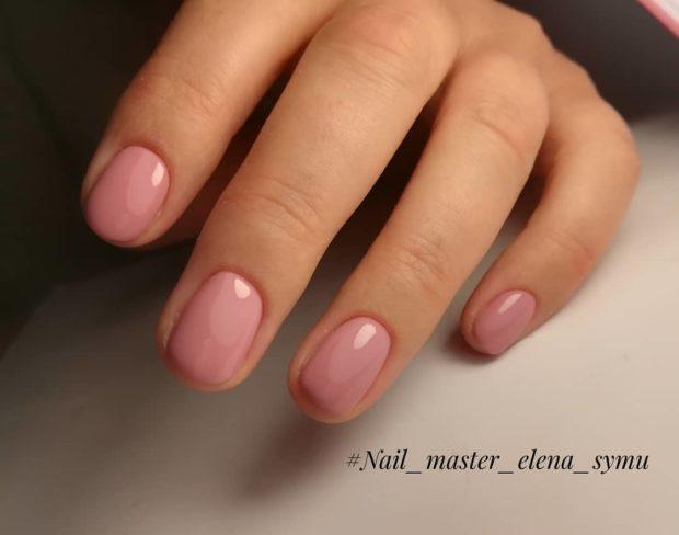 нежно-розовый лаковый на короткие ногти
