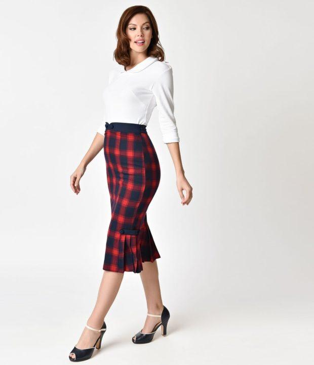 Мода весна лето 2019 для женщин за 40: юбка миди в клетку и белая блуза