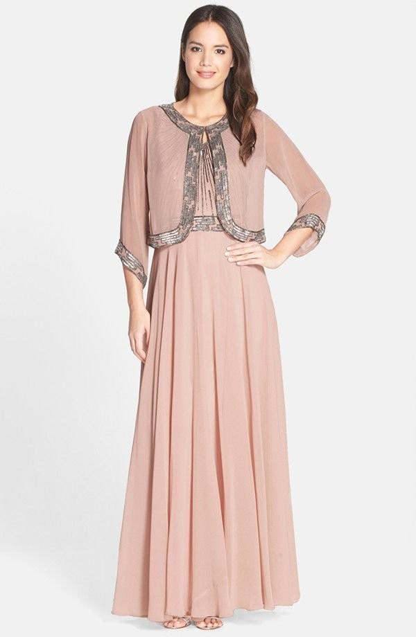 светло-розовое длинное платье