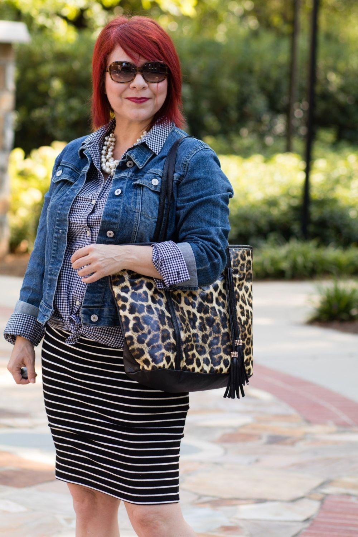джинсовая куртка и леопардовая сумка