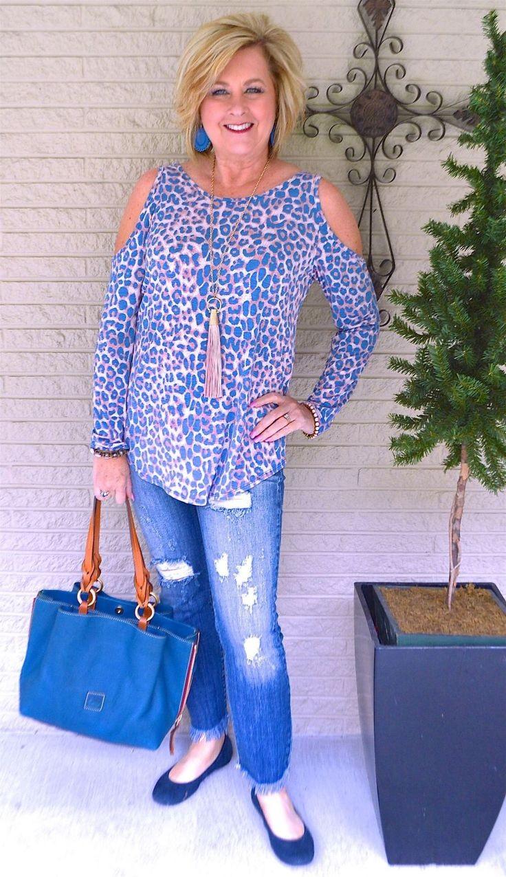 голубая блуза хищной расцветки