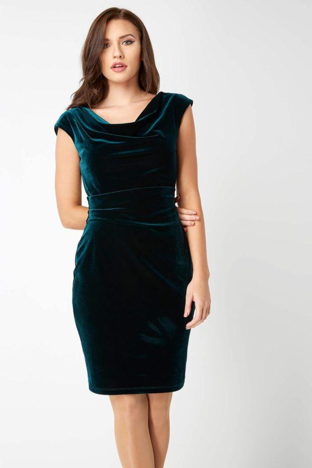 Мода весна лето 2019 для женщин за 40: бархатное платье изумрудного цвета
