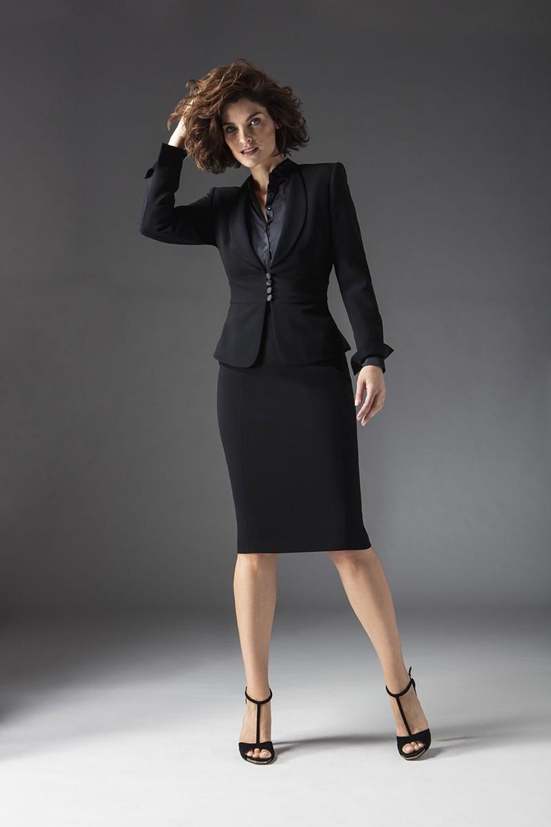 черный классический костюм с юбкой миди
