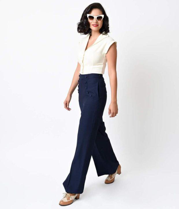 белая блуза и широкие темные брюки