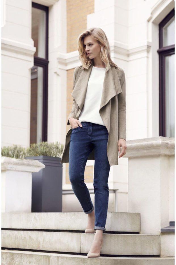 узкие джинсы и серое пальто
