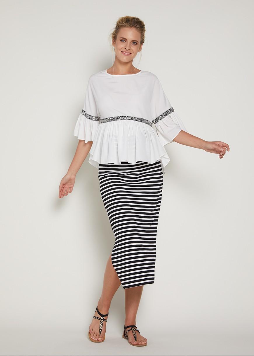 белая блуза и юбка в полоску