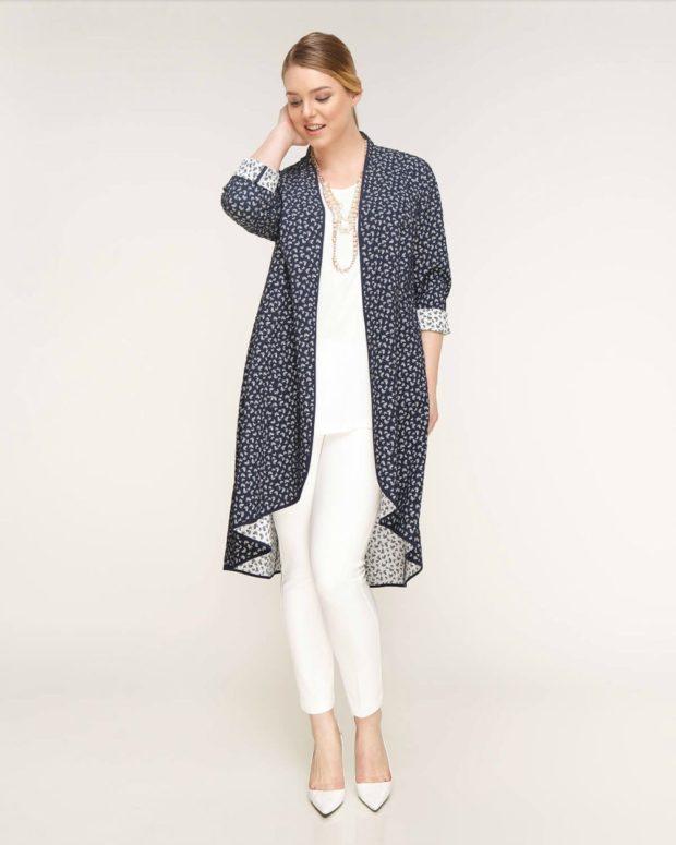 Мода весна лето 2019 для женщин за 40: белые брюки и удлиненный кардиган