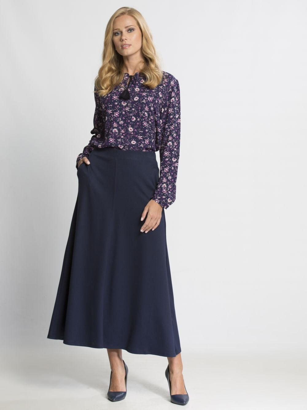 длинная темная юбка и блуза принт