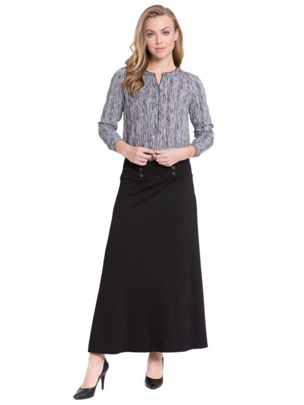 черная длинная юбка и серая блуза
