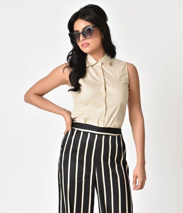 бежевая блуза и брюки в полоску