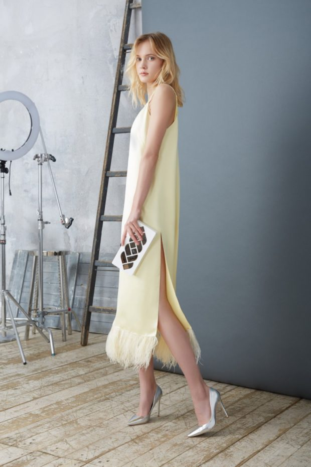 мода в одежде: сарафан желтый с перьями без длина миди