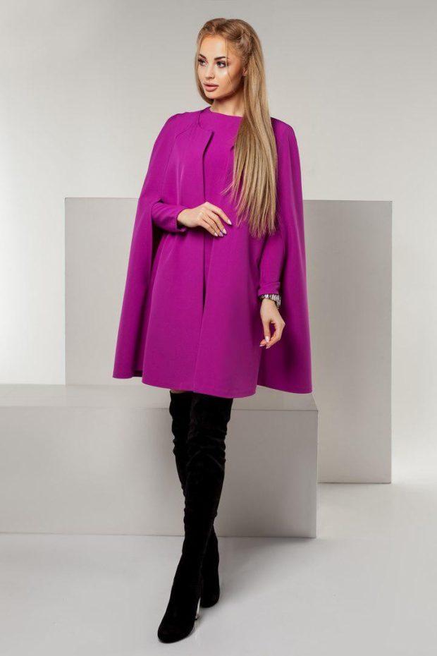 мода в одежде: яркий фиолетовый кейп