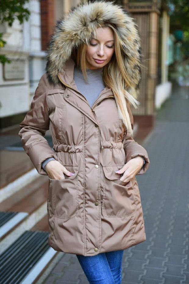 мода 2019-2020: коричневая куртка-парка