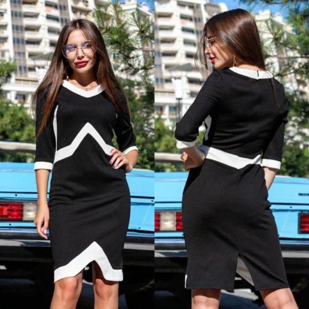 мода 2019-2020: черное платье с белыми полосками рукав 3/4
