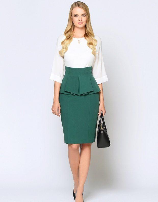юбка с баской зеленая по колено