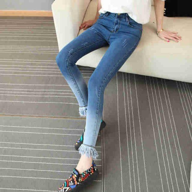 джинсы синие с переходом и бахромой