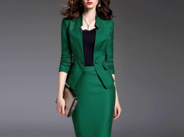 костюм зеленый юбка и жакет