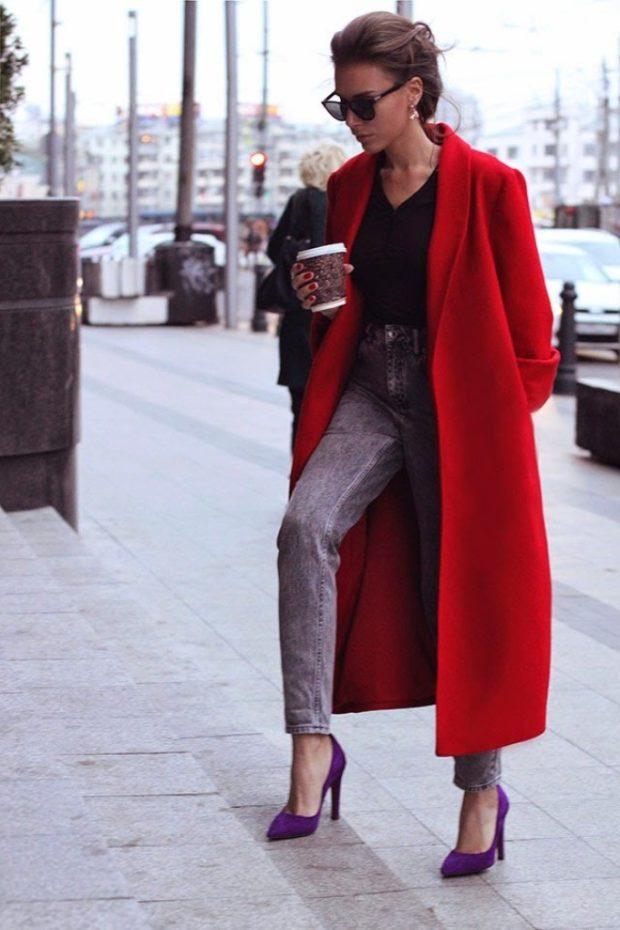 джинсы под красное пальто