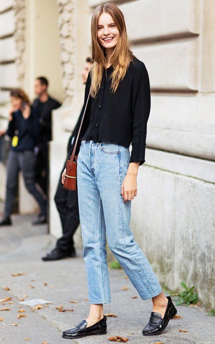 голубые джинсы короткие под черную блузку туфли на низком ходу
