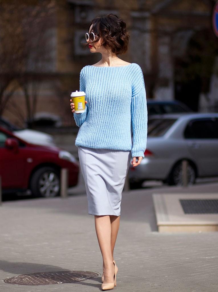 серая юбка карандаш под голубую кофту