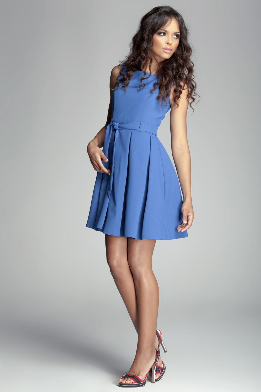 голубое платье без рукава со складками