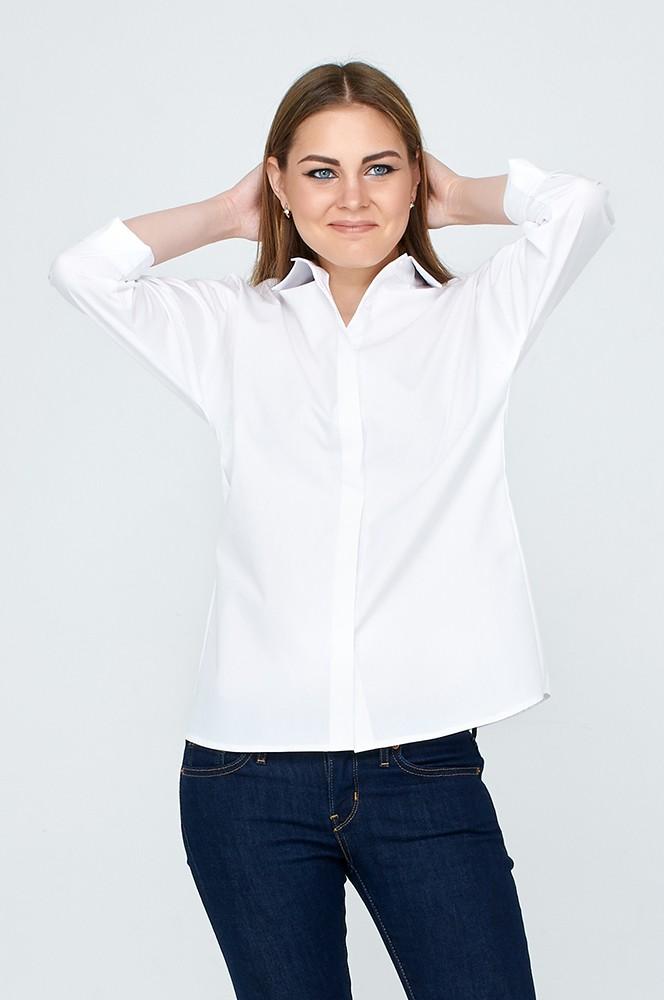 белая рубашка под синие джинсы