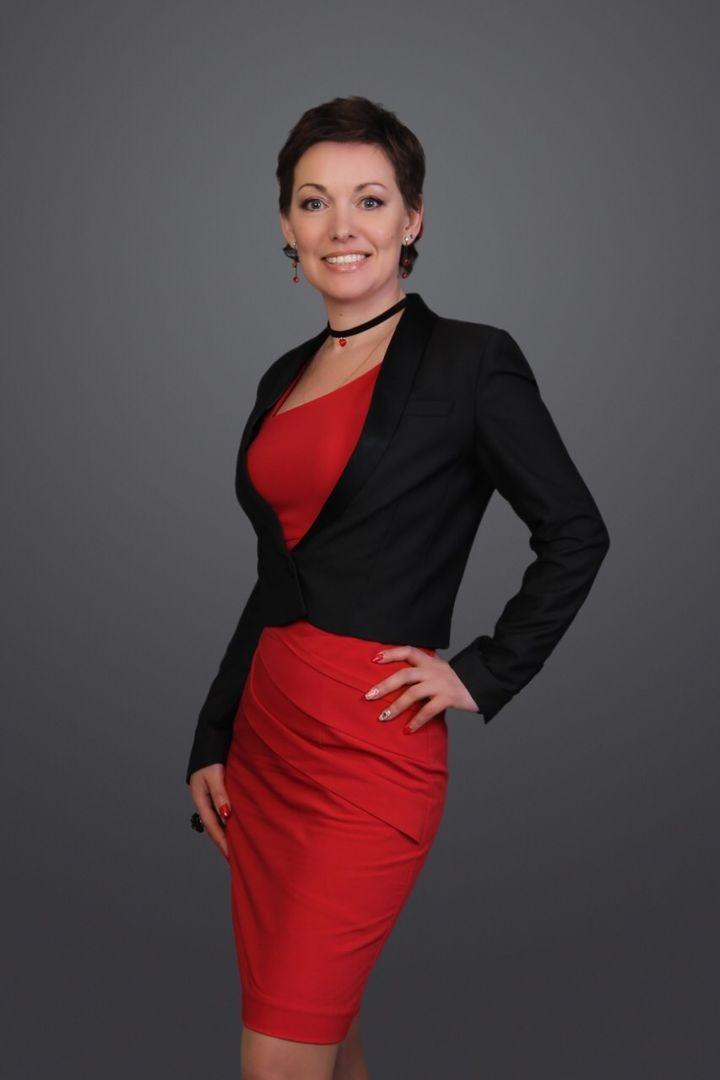 красное платье под черный жакет