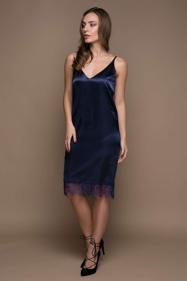 платье темно-синее в бельевом стиле