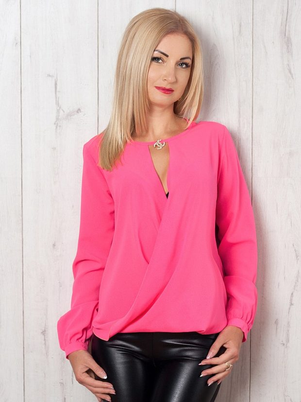 ярко-розовая блуза