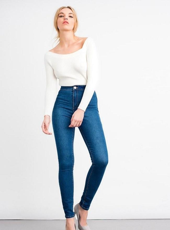 синие джинсы под белую кофту