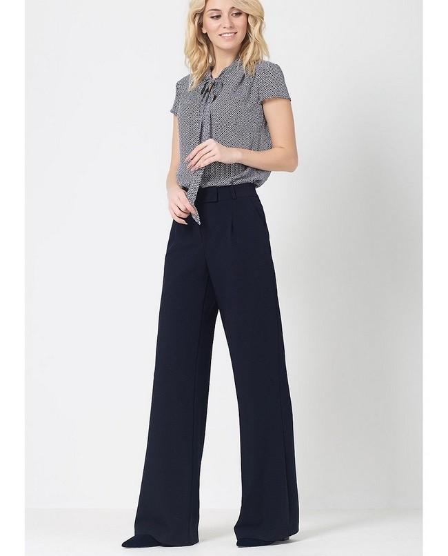 брюки широкие темные под блузку серую с коротким рукавом