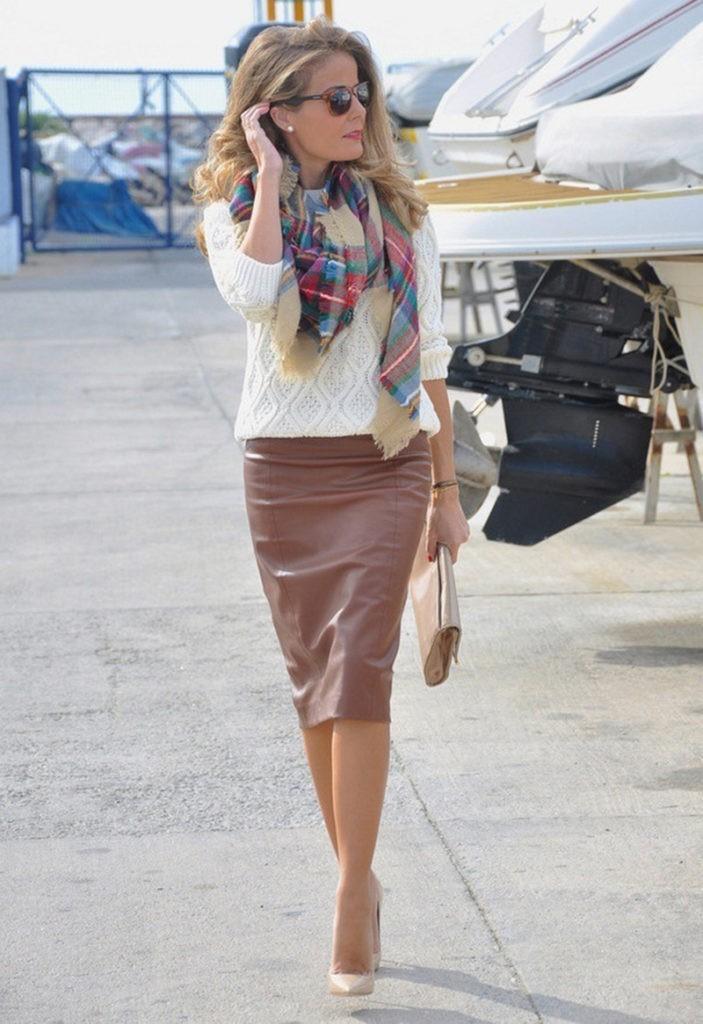 коричневая юбка под белую ажурную кофту