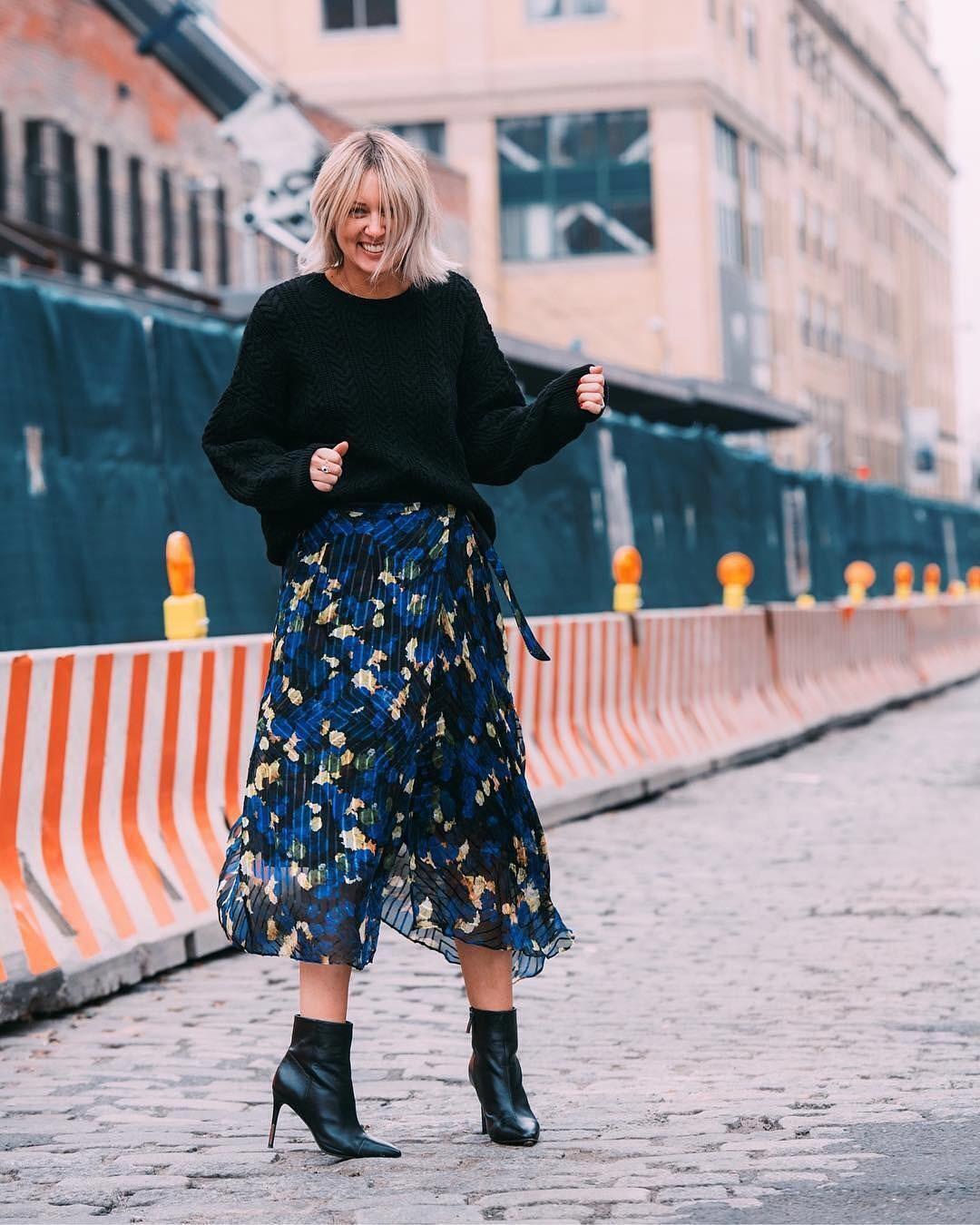 юбка синяя в цветы под широкую черную кофту